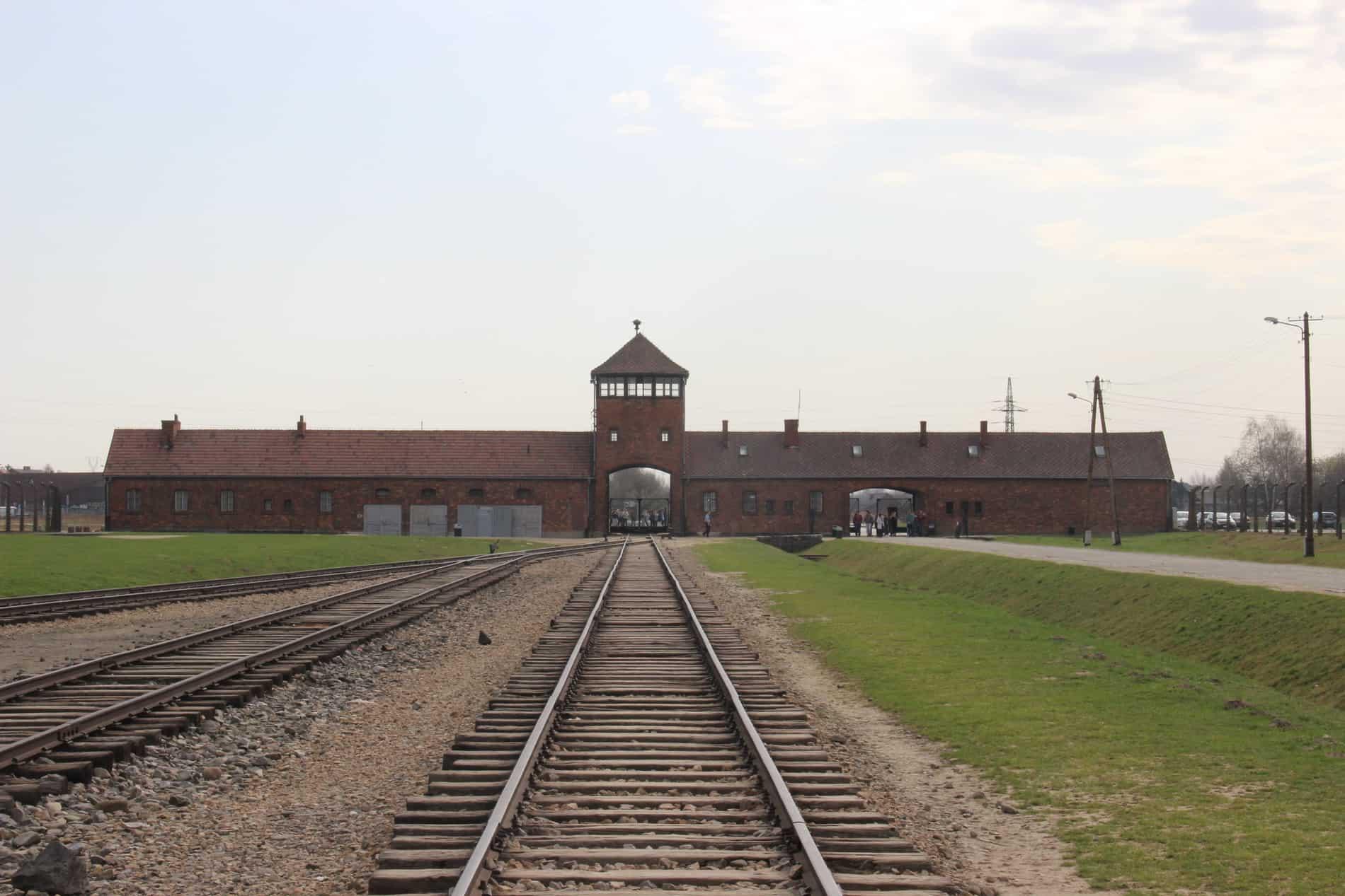 L'entrée du camp Auschwitz II Birkenau