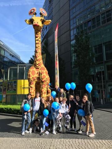 sur le chemin, la girafe lego
